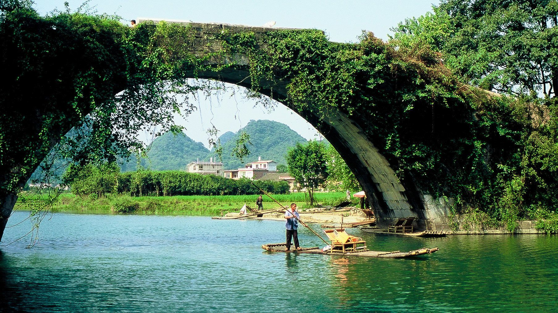 Li River Cruise to Yangshuo with Delectable Lunch