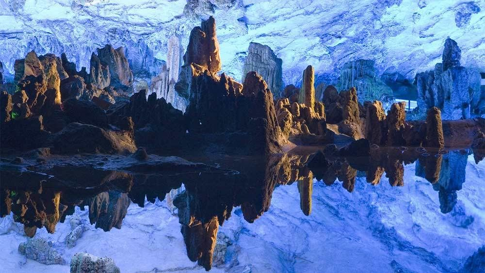 Private Tour of Elephant Trunk Hill, Fubo Hill & Reed Flute Cave with Lunch