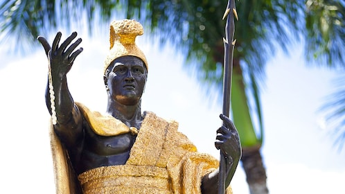 Black and gold sculpture of a warrior in Hawaii