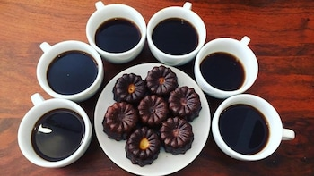 2.5-Hour Speciality Coffee, Doughnuts & Delights Walking Tour