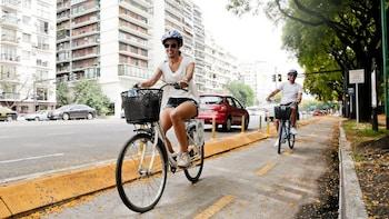 Tour en bicicleta por parques y plazas con comida y mate