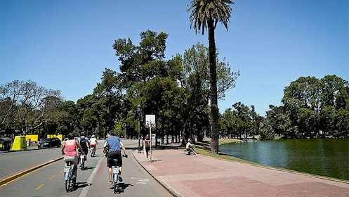 Beautiful day bike tour in Buenos Aires