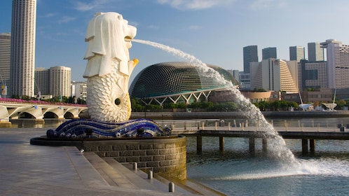 Merlion fountain in the harbor in Singapore