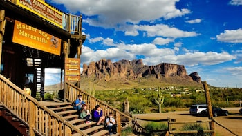 Historic Apache Trail & Sonoran Desert Tour with a Boat Ride