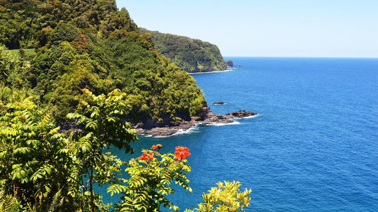 Shore line of Maui