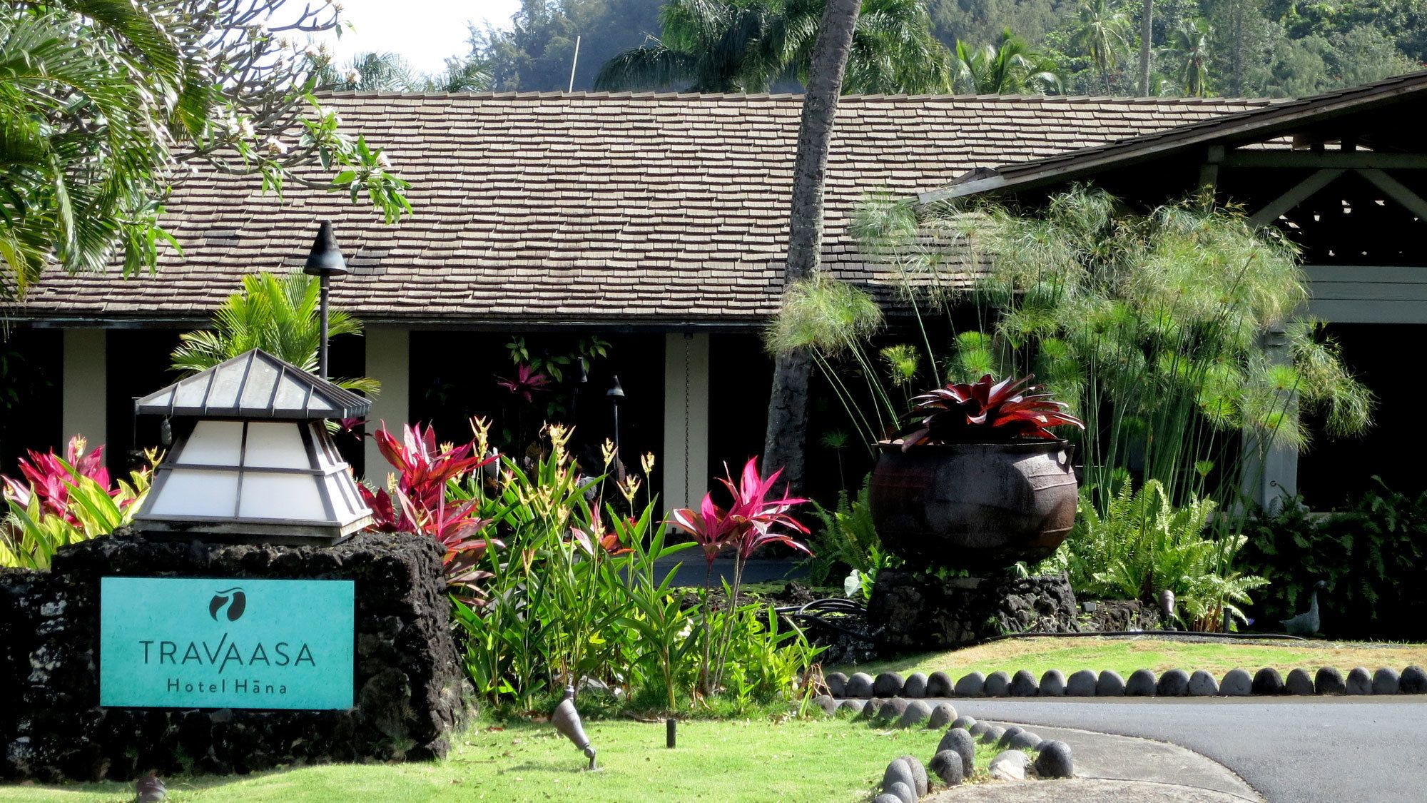 Travaasa sign and building in Maui