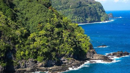 Rocky shore line on Maui