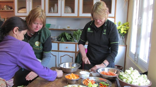 Women chopping vegetables in a Nepalese cooking class