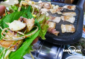 Lonely Planet Experiences: Seoul Street Food & History Tour