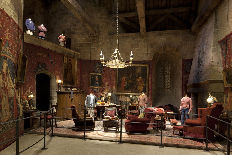 013-Sets-Gryffindor-Common-Room.jpg