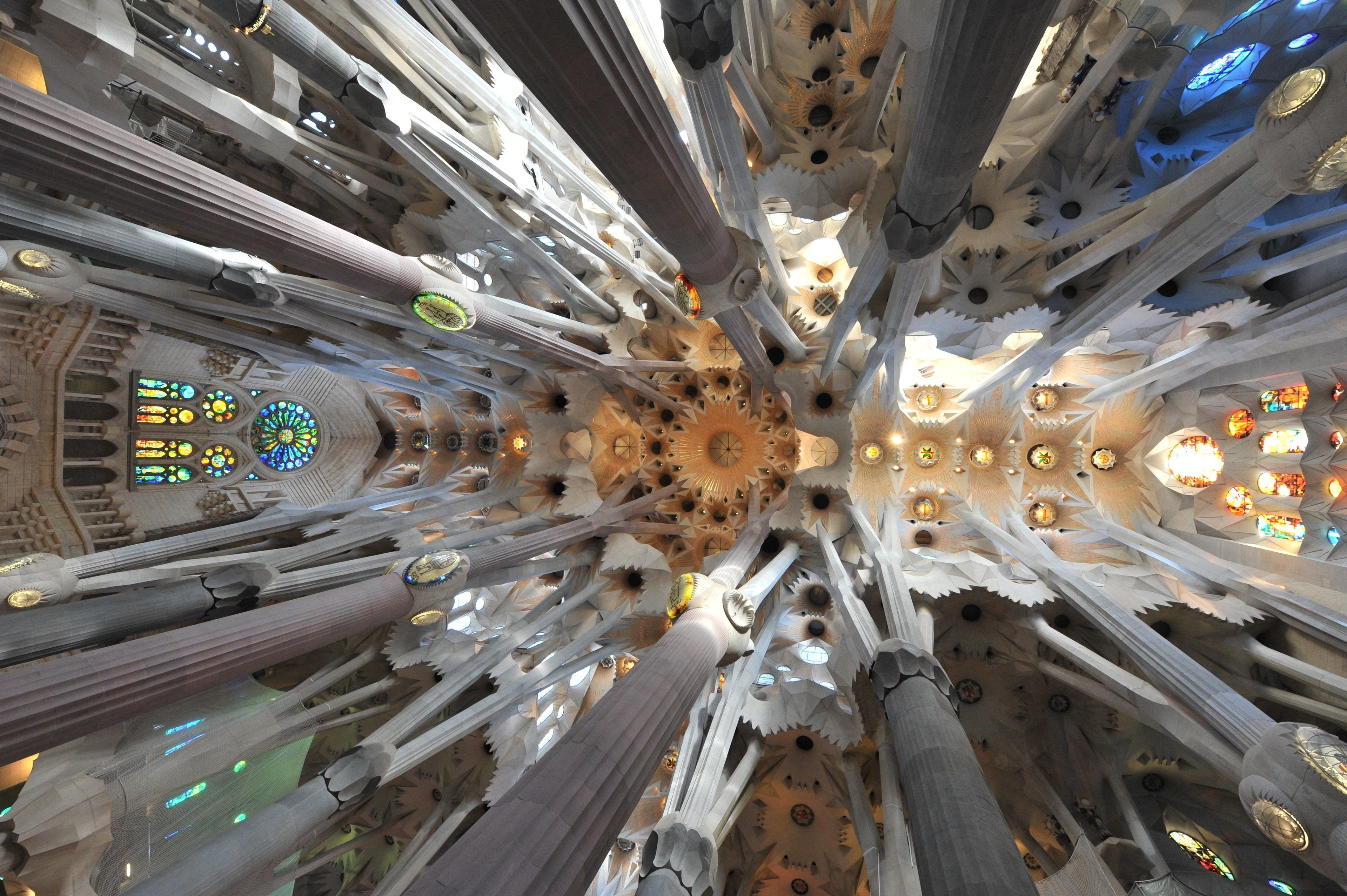 barcelona-spain-times-monument-wallpaper.jpg