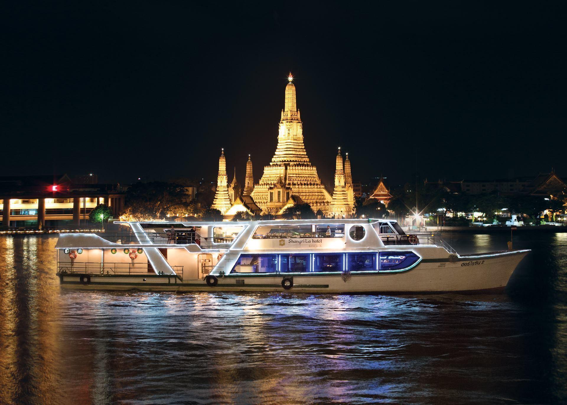 Bootsfahrt mit Deluxe-Abendbuffet des Shangri-La-Hotels
