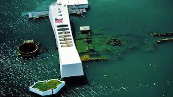 Intro Flight Lesson to Pearl Harbor & Molokai includingLunch