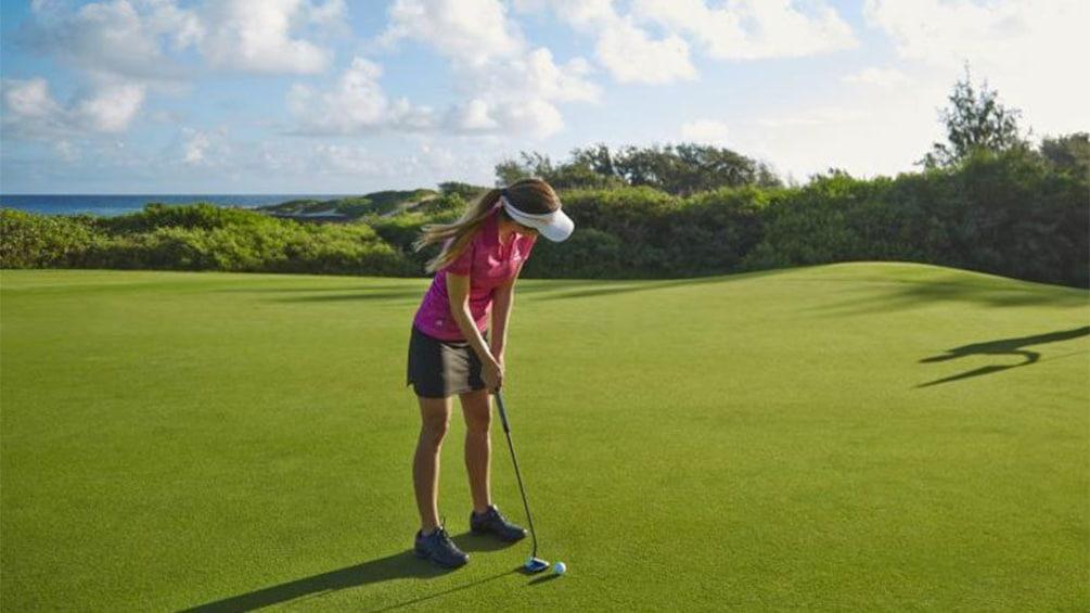 Carregar foto 4 de 5. Challenge yourself and aim for par at George Fazio Golf Course at Turtle Bay