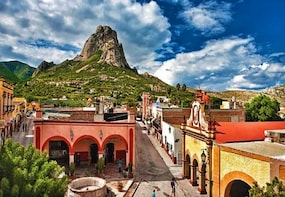 Explore Peña de Bernal Magical Town and La Redonda Vineyard