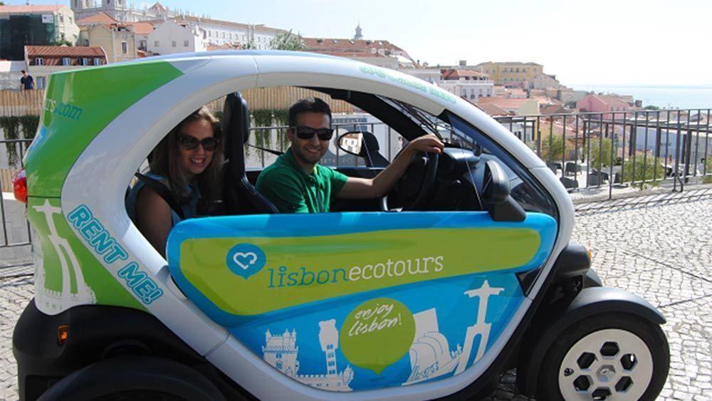 Couple enjoying the Lisbon Eco Tour