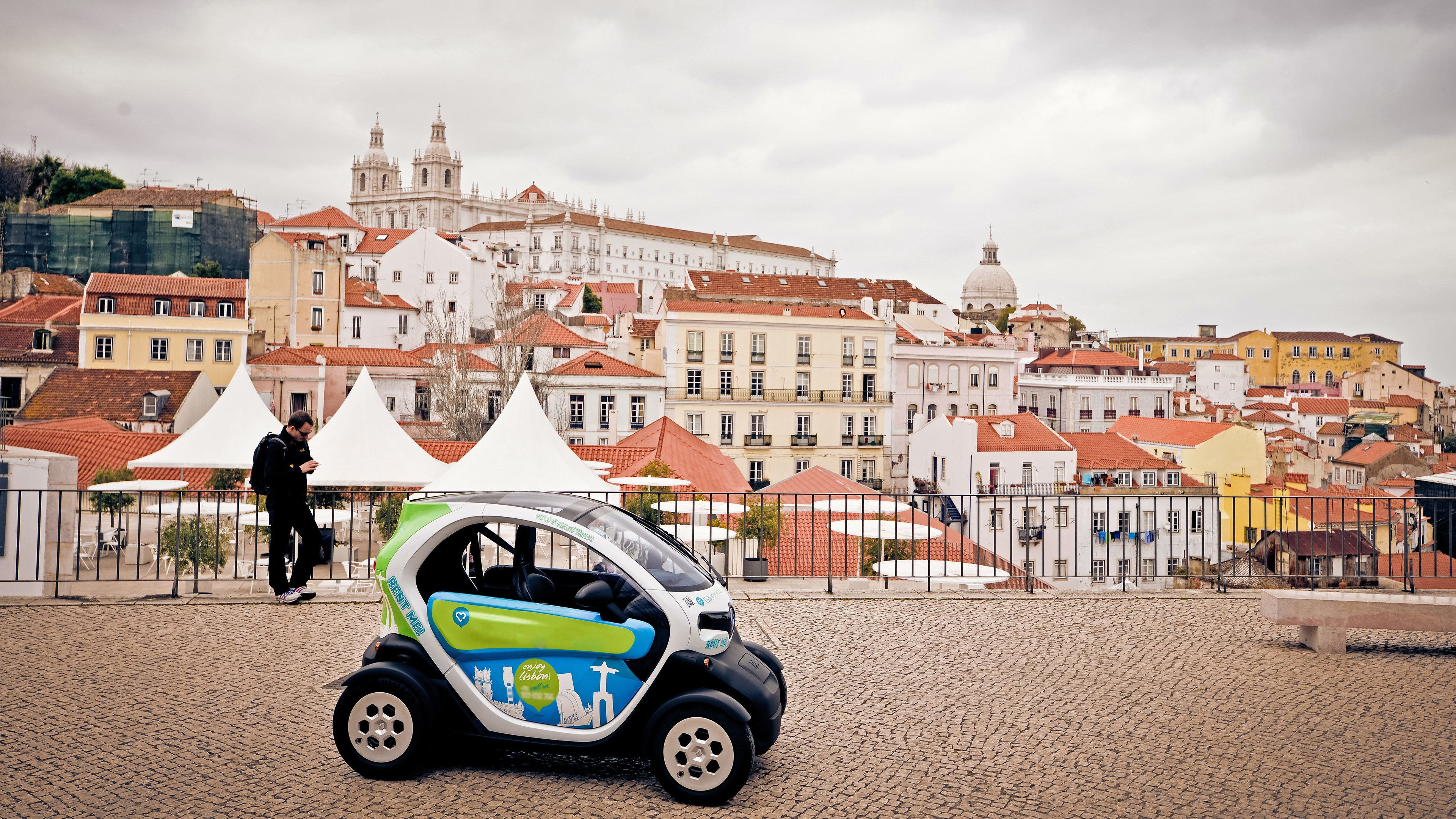 tour car in lisbon