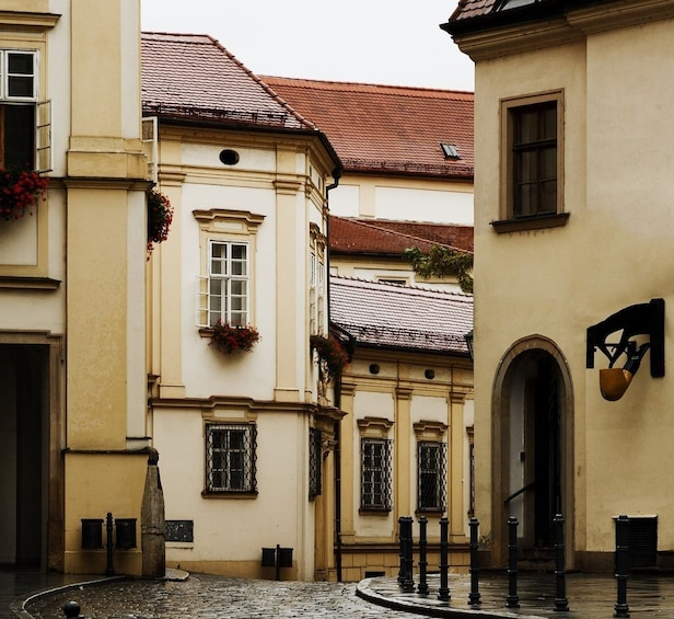 History, Functionalism & Legends: Themed Walking Tours