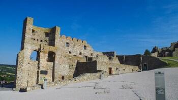 Führung auf der Burg Devín mit Verkostung von Johannisbeerwein