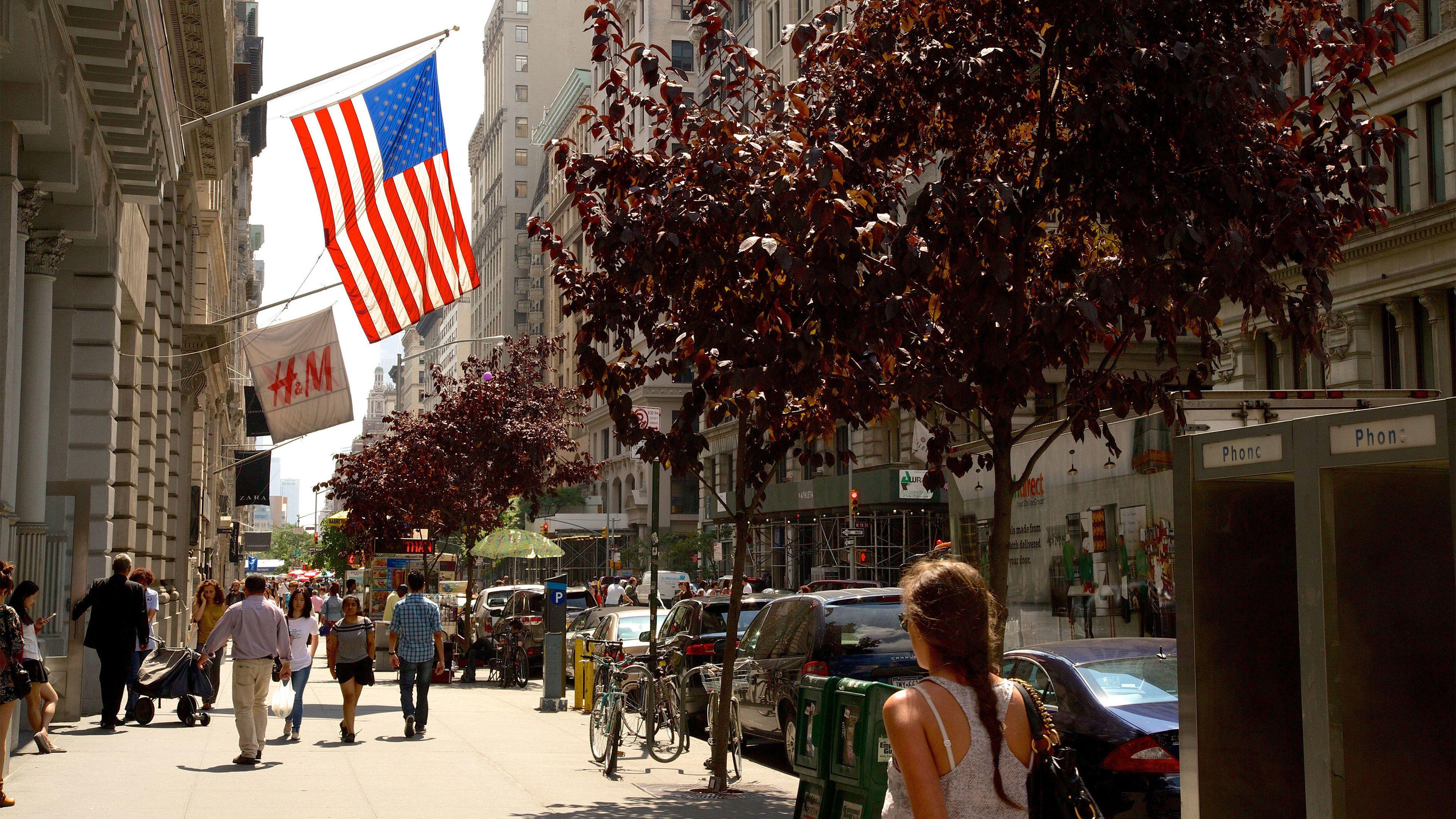 Fifth Avenue sidewalk in New York
