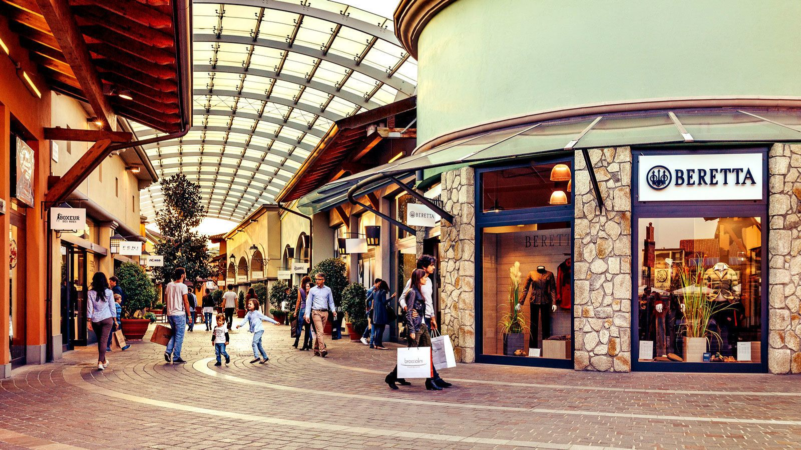 covered outlet mall in Milan