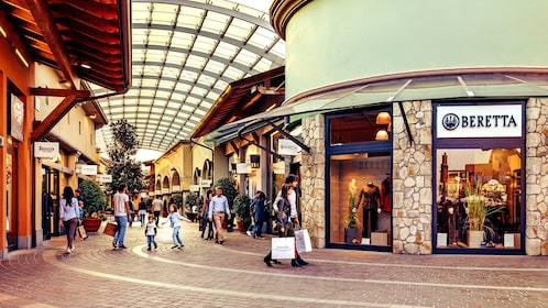 Franciacorta outlet village shopping tour milan expedia for Milan outlet shopping