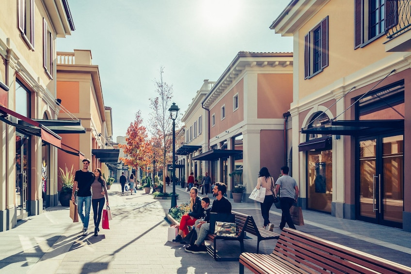 Foto 4 von 8 laden Franciacorta Outlet Village: Shopping Tour