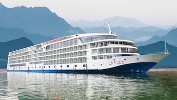 4-Day Yangtze River Cruise from Chongqing Aboard Century Legend