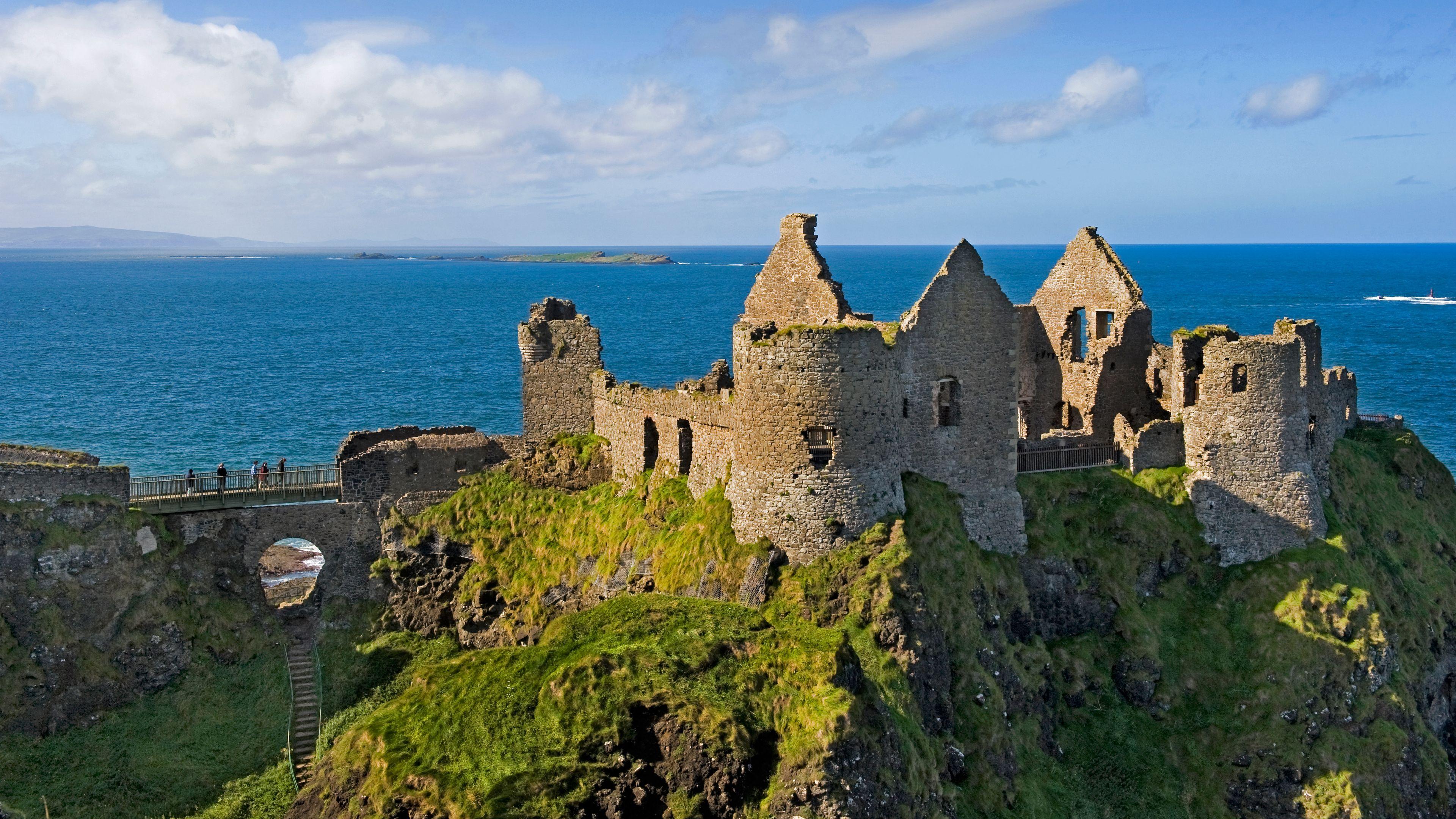 ruins of castle in ireland