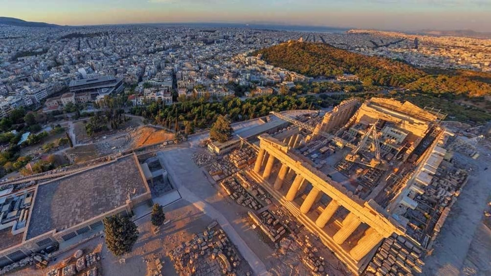 Foto 1 von 9 laden ariel shot of the sun setting against the Acropolis in Athens