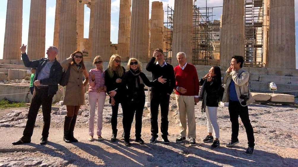 Foto 3 von 9 laden large group at the Acropolis during the afternoon in Athens