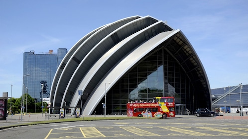 Day view of a building on the Glasgow Hop-on Hop-off bus tour