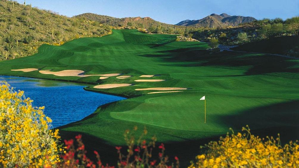 Charger l'élément 4 sur 4. Beautiful landscape view of golf course.