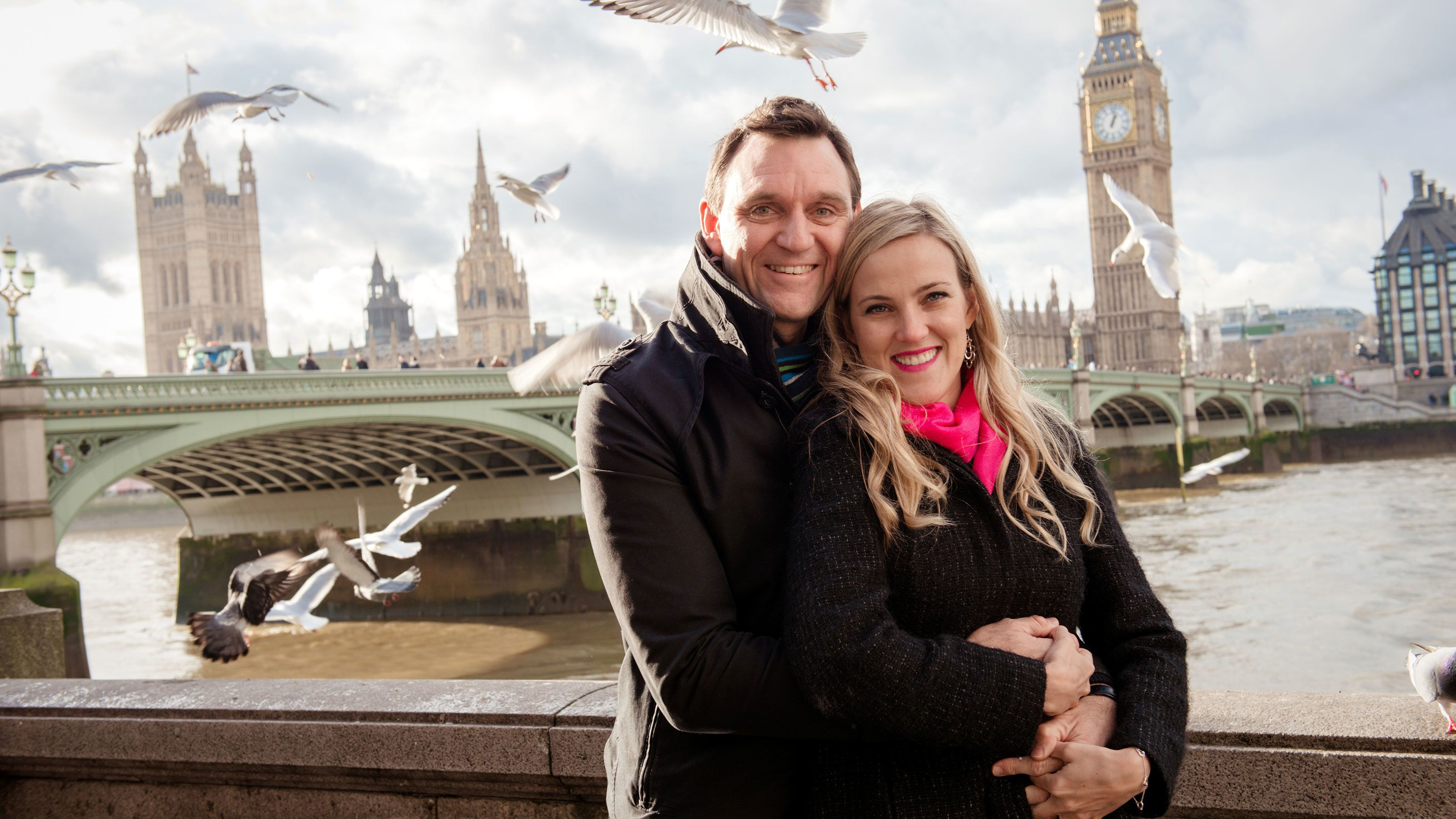 Couple on the banks of the thames river in London