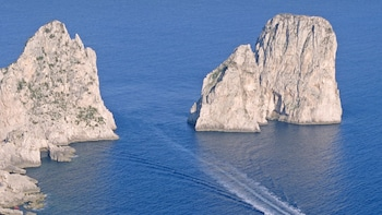 Capri Boat Tour from Sorrento with snack and drink
