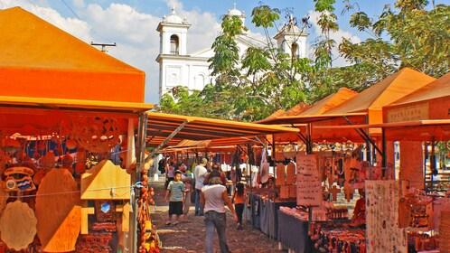 Market view of Suchitoto