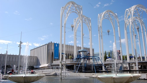 Ponds, fountains and large white arches at the Pacific Science Center in Seattle