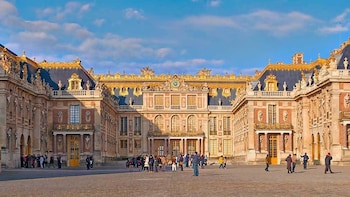 Versailles: Full Day Audio Guided Tour + Shuttle from Paris