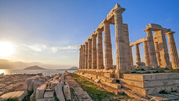 Private Day Trip to Cape Sounion by Taxi