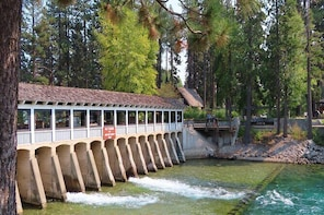 Driving Lake Tahoe: A Self-Guided Audio Tour From Tahoe City to Incline Vil...