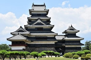 Highlights of Central Japan Tour: Matsumoto Castle & Kamikochi Alpine Valle...