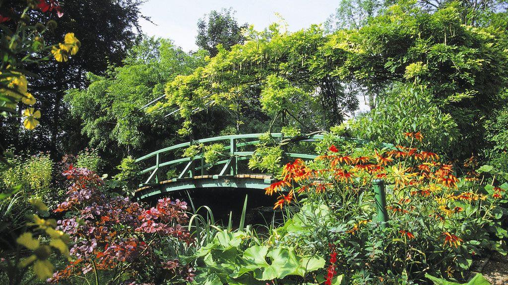 Bridge through garden in Giverny