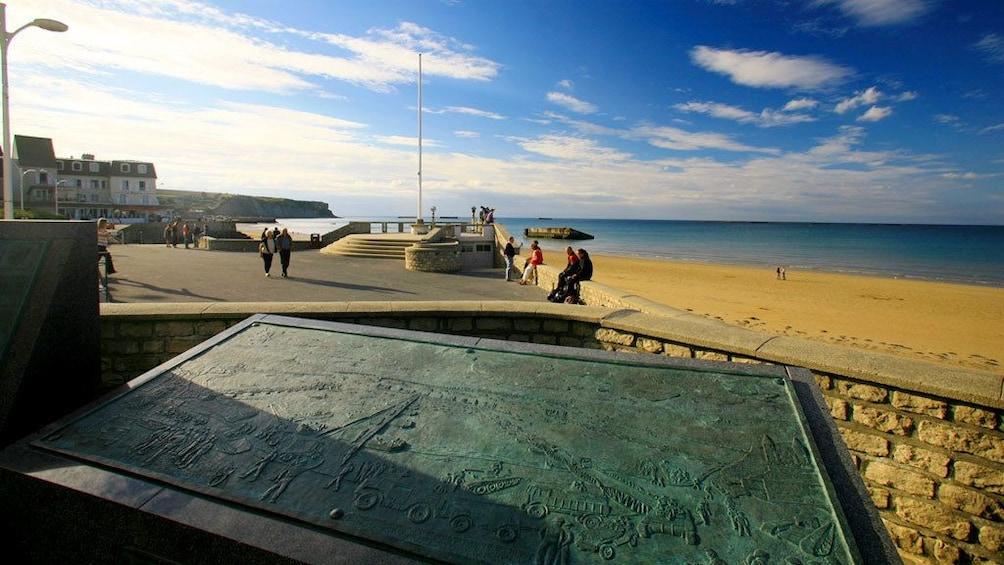 Charger l'élément 3 sur 5. Metal sign at beach in Normandy