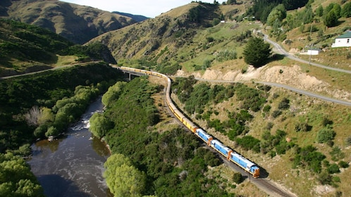 taieri gorge train in dunedin