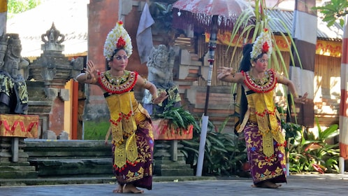 local dance in Bali