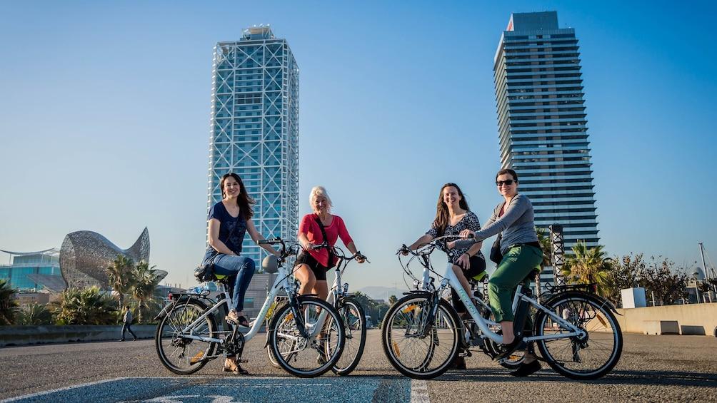 Apri foto 1 di 5. Four bicyclists pose in Spain