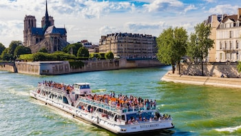 Bateaux-Mouches sightseeingsejltur på Seinen