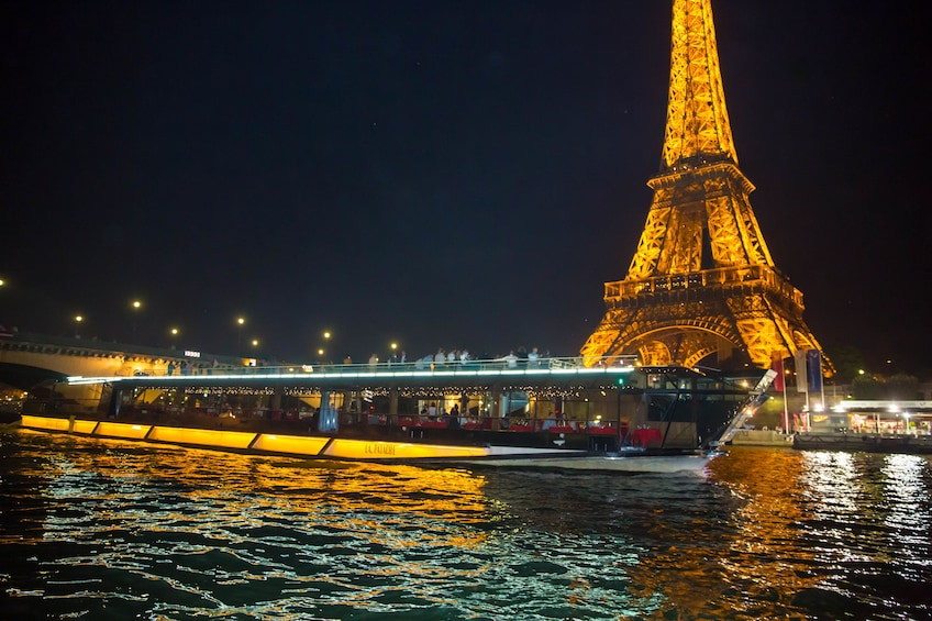 Charger l'élément 1 sur 6. Seine River Cruise & Dinner with the best views of Paris