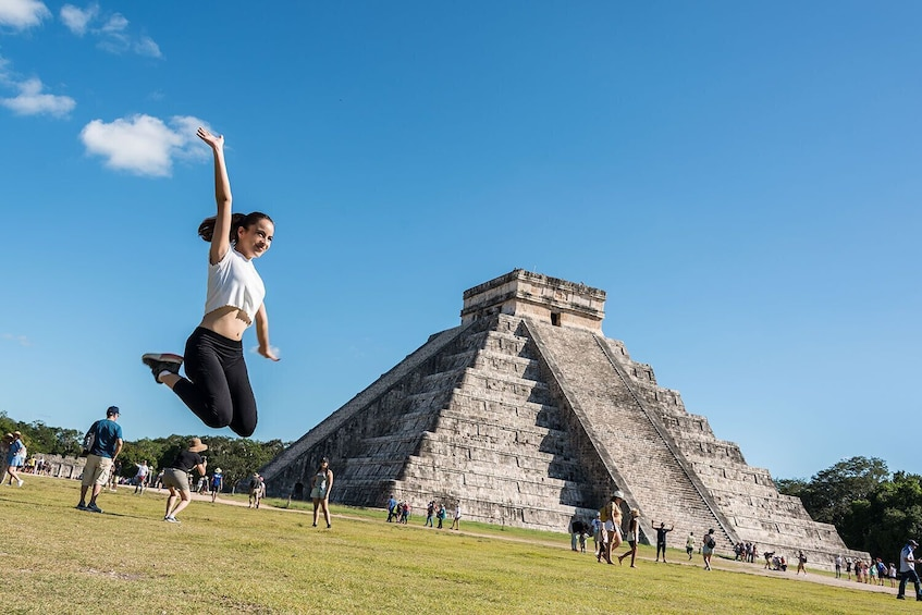 Chichén Itzá Day Trip with Cenote Hubiku and Valladolid
