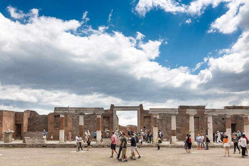 Skip-the-Line Pompeii & Vesuvius Tour: Day Trip From Rome